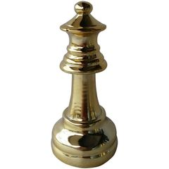 Rainha-Decorativa-em-Resina-Dourada-Chess-Urban