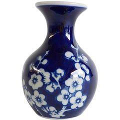 Vaso-de-Porcelana-Azul-e-Branco-Ariel-Pequeno--Urban