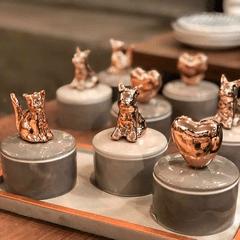 porta-joias-de-ceramica-cinza-cobre-gato-8937-mart