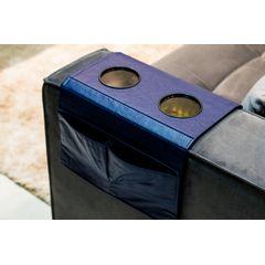 Esteira-Porta-Copos-e-Controle-para-Sofa-em-Corino-Azul-ambientada